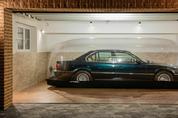 '에어 캡슐' 보관된 1998년 BMW 740i 경매 나와…가격은?