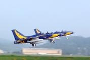 '인니 수출' KAI T-50i 비행 중 또 사고…이륙 후 부품 추락
