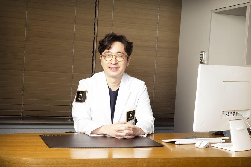 김준환 샤인스타의원 은평점 대표원장.